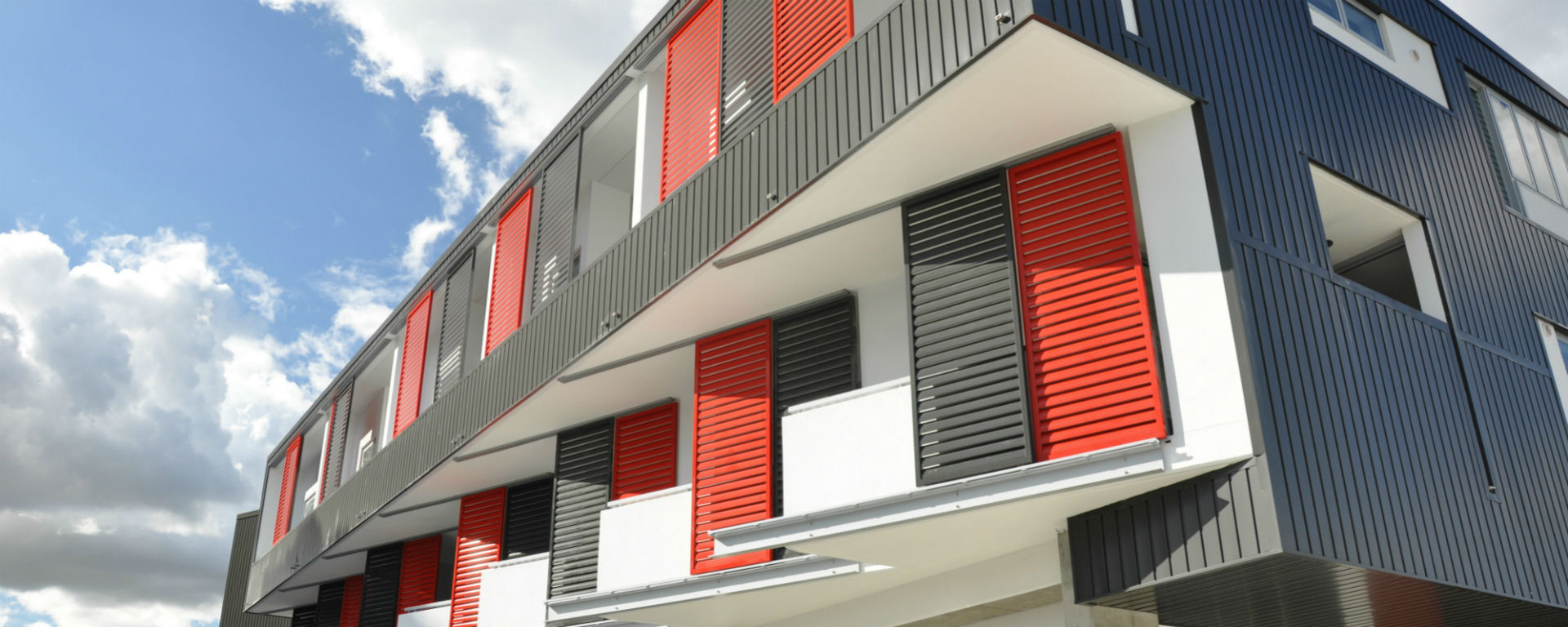 Welcome to all fab qld specialist in aluminium louvre for Balcony louvres