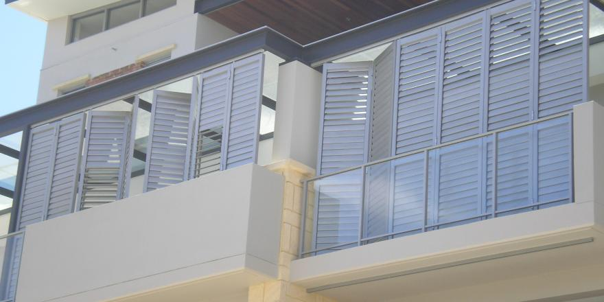 Bi fold all fab qld for Balcony louvres
